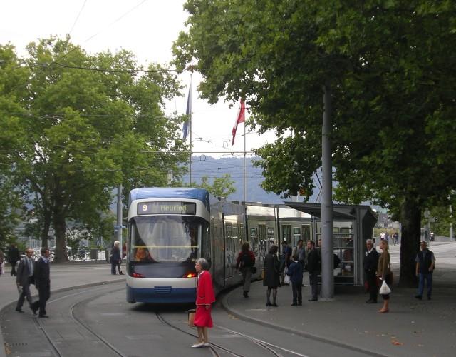 Cobra tram