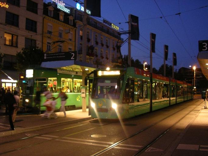 Combino Tram Basel Centralbahnplatz