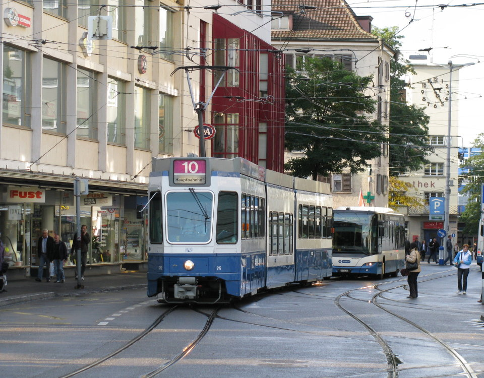 tram 2000 saenfte and bus sternen oerlikon