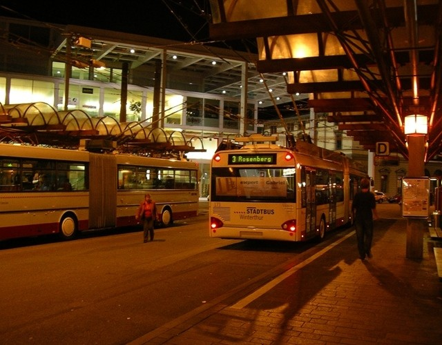 Winterthur trolleybus by night